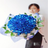 99 blue roses bouquet